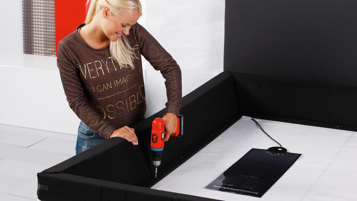 Wasserbett Luxus Pro Schaumstoffrand an der Bodenplatte verschrauben