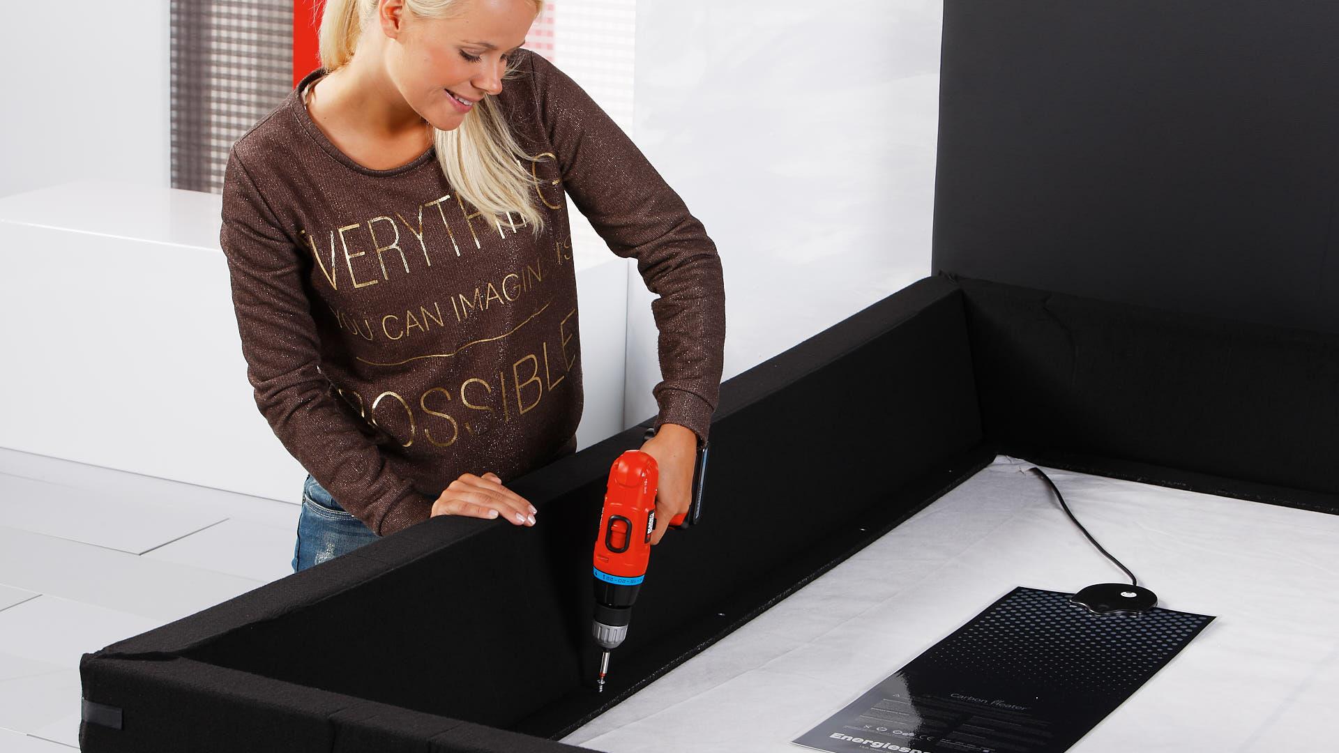 Wasserbett Einbau Schaumstoffrand auf der Bodenplatte festschrauben
